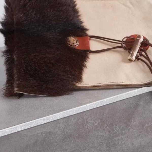 Winkelprofil Leather aus Aluminium weiß